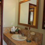 bathroom almendra