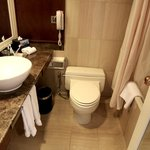Hilton Kuching: Bathroom