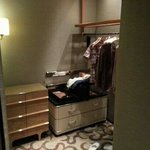 walk in robe / dressing room