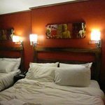                    TWINROOM