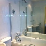  Bath/shower en suite