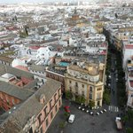 vanuit de Giralda toren een foto van het dakterras met zwembad