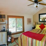  Kenzie&#39;s Cottage room/suite