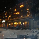 hotel &#39;s avonds in de sneeuw