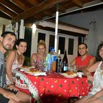  Cenando en la galera del Chalet junto a nuestros amigos brasileos y Marta :D