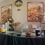  Free Deluxe Continental breakfast