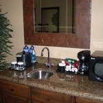  Whirlpool Suite Wet Bar
