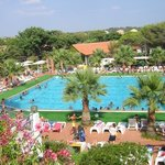  la piscina del resort