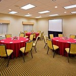  Complimentary Internet in all guest rooms for meetings of any size