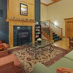  CountryInn&amp;Suites Kenosha Lobby