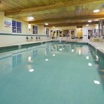 CountryInn&Suites Kenosha Pool