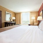 Holiday Inn Strongsville King Bed Guest Room