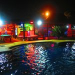 Piscina en noche