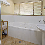  Wallcliffe Suite Spa Bathroom