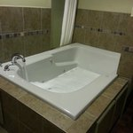  Big Whirlpool tub