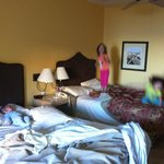 Our room, 2 queen beds