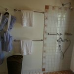  Another photo of our bathroom
