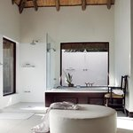  Londolozi Pioneer Camp Suite Bathroom