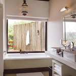 Londolozi Founders Camp Suite Bathroom