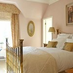 Sunny romantic Benson Room