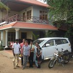 Anil with his family + our driver Anil Kummar (Keralataxi.com)
