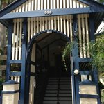  Brisbane Manor Hotel main entrance