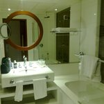  Four Points Bur Dubai - Bathroom
