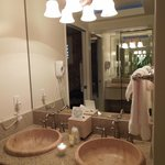 Very Nice Bathroom w/ Jaccuzzi Tub & Adjustable Lighting!