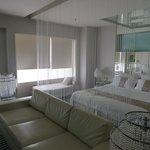 The crystal screen in the bedroom