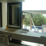 Xixim master suite bathroom