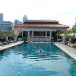  Raffles roof pool