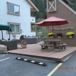  Hot tubs and outside picnic area
