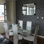 15 Merchant Exchange, Riverside Apartment - Dining Area