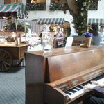 Buffet carts and live piano music