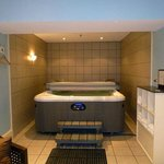 The hot tub/sauna room