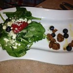 Spinach and berry salad