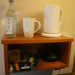  Kettle, water and tea / coffee