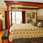  Treetop Room - Queen four poster canopy bed