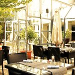  Terrasse du restaurant au soleil