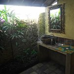 hanuman bungalow bathroom