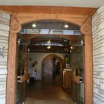  Open entryway to the hotel lobby