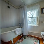 Claw Foot Tub/Shower Bathroom