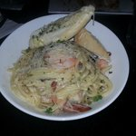  Linguini Carbonara con Camarones