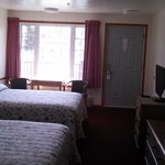  2Queen beds with flat screen tv, fridge, microwave