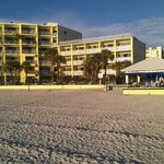  Alden Suites and cabana bar