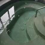 Hot tub and pool need maintenance, & had no towles
