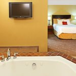  Crowne Plaza Little Rock Hotel Jacuzzi Suite