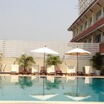  mercure pool side