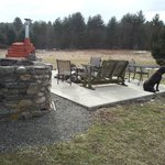  outside seating with fireplace/pizza oven