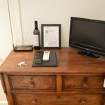  Drawers/Chest with wine glasses, T.V